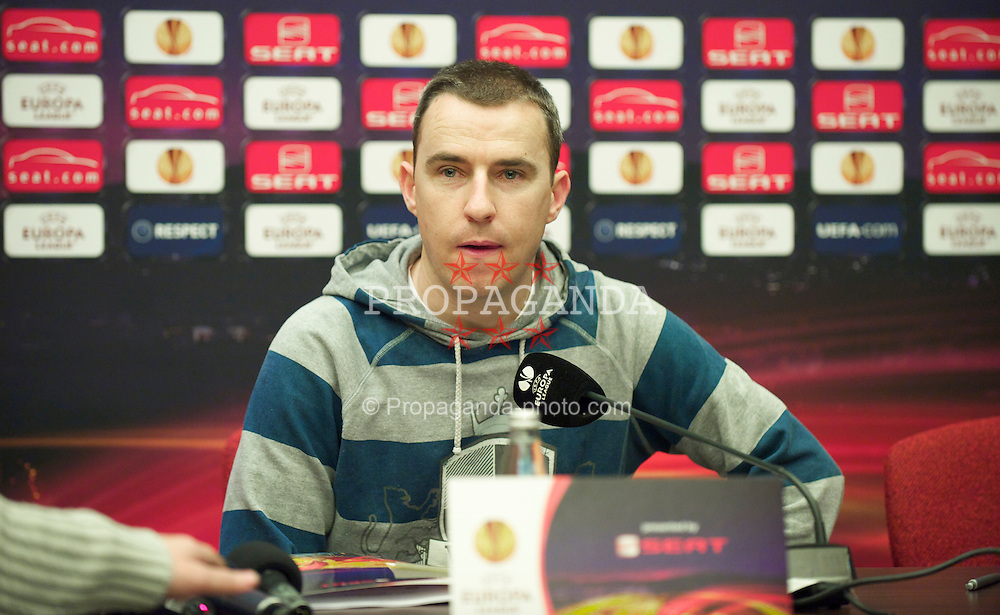 BUCHAREST, ROMANIA - Wednesday, July 24, 2007: Press Association photographer Peter Byrne during a press conference at the Radisson Blu Hotel ahead of the UEFA Europa League Round of 32 2nd Leg match against FC Unirea Urziceni. (Photo by David Rawcliffe/Propaganda)