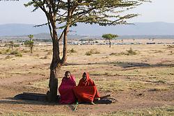 Masai men. Maasai are an indigenous African ethnic group of semi-nomadic people located in Kenya / Pastor de cabras e ovelhas da tribo dos Masai, no Quenia.