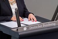 24 MAR 2017, BERLIN/GERMANY:<br /> Haende und Redemanuskript von Verena Bentele, Beauftragte der Bundesregierung fuer die Belange von Menschen mit Behinderungen, die ihre Rede mit den Fingern vom Manuskript in Blindenschrift abliest, waehrend der Bundestagesdebatte zum Teilhabebericht der Bundesregierung 2016, Plenum, Deutscher Bundestag<br /> IMAGE: 20170324-01-064<br /> KEYWORDS: Hand, H&auml;nde, Fingern, Finger