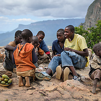 Os n'dengues da Serra da Leba. Angola