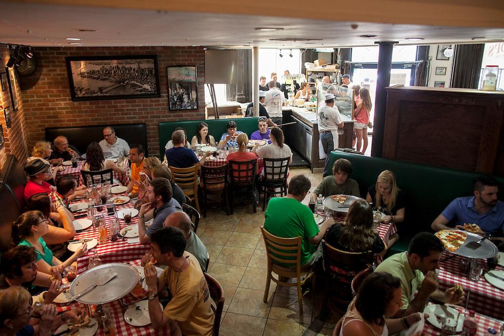 Grimaldis Pizza.  DUMBO, Brooklyn.