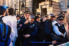 2015-03-07 Police and climate protesters clash after Shell House protest.