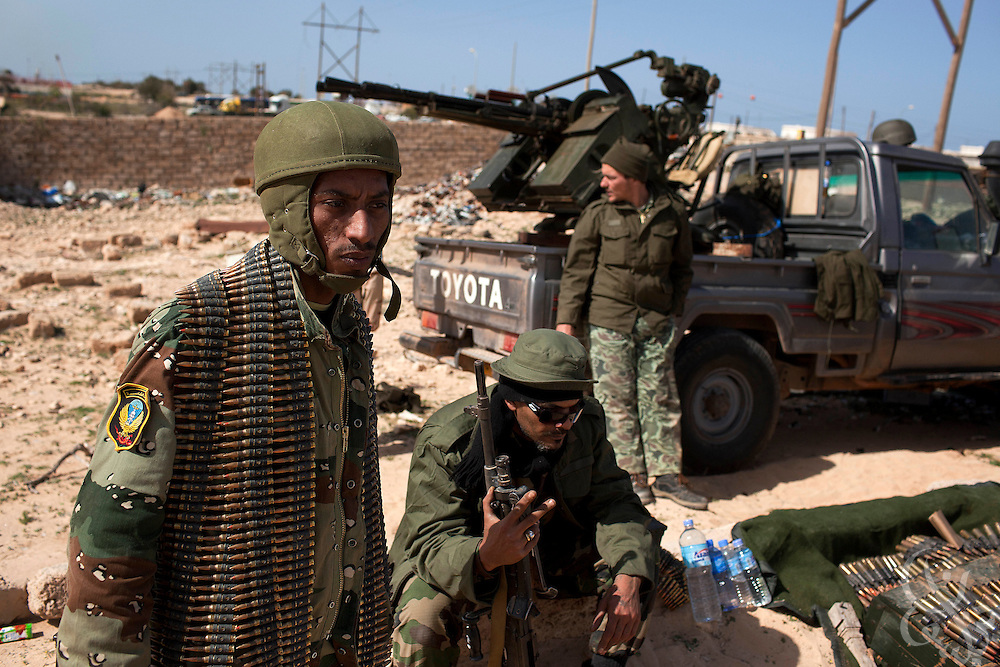 Libyan opposition fighters man frontline positions on a hillside on the western edge of Brega, Libya March 03, 2011.  Volunteers and soldiers loyal to the opposition flooded the area of Brega following an assault there yesterday March 02 by militiamen loyal to Libyan leader Col. Muammar el-Qaddafi. .Slug: Libya.Credit: Scott Nelson for the New York Times