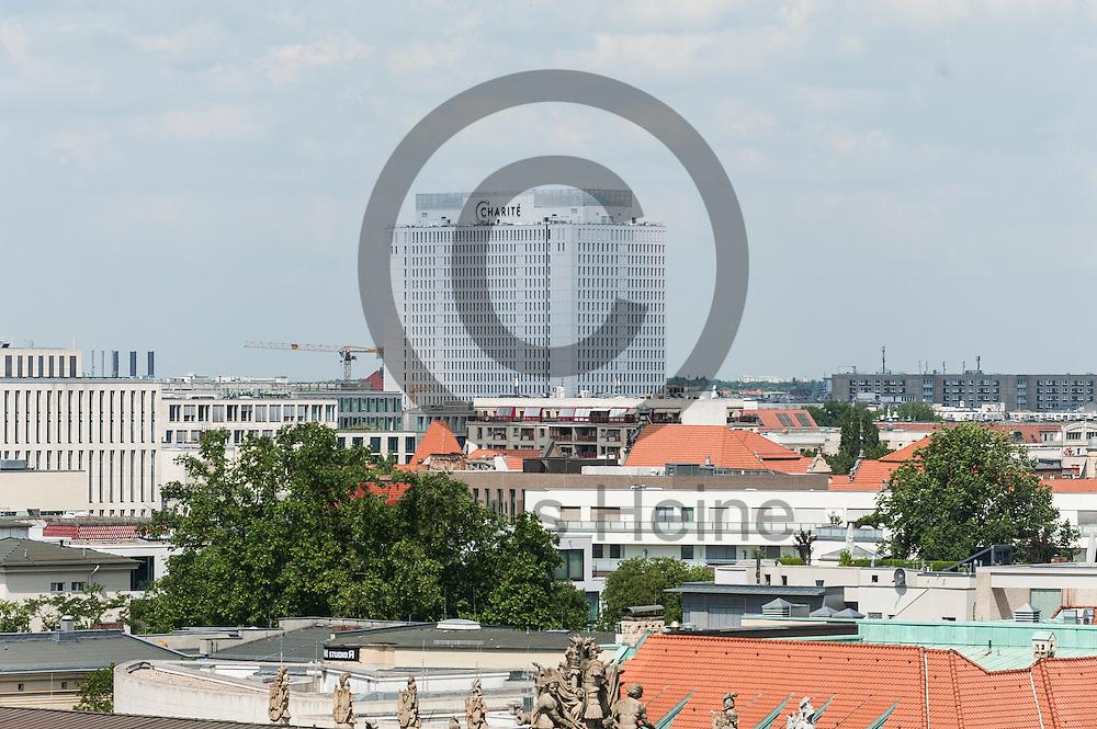 Blick vom Dach des Humboldt Forum am 03.06.2016 in Berlin, Deutschland auf den das Charite Hochhaus. Zu den diesj&auml;hrigen Tagen der offenen Baustelle am 11. und 12. Juni &ouml;ffnet die Stiftung Humboldt Forum im Berliner Schloss unter anderem die Dachterrasse f&uuml;r das Publikum. Foto: Markus Heine / heineimaging<br /> <br /> ------------------------------<br /> <br /> Ver&ouml;ffentlichung nur mit Fotografennennung, sowie gegen Honorar und Belegexemplar.<br /> <br /> Bankverbindung:<br /> IBAN: DE65660908000004437497<br /> BIC CODE: GENODE61BBB<br /> Badische Beamten Bank Karlsruhe<br /> <br /> USt-IdNr: DE291853306<br /> <br /> Please note:<br /> All rights reserved! Don't publish without copyright!<br /> <br /> Stand: 06.2016<br /> <br /> ------------------------------auf der Baustelle des Humboldt Forum am 03.06.2016 in Berlin, Deutschland. Zu den diesj&auml;hrigen Tagen der offenen Baustelle am 11. und 12. Juni &ouml;ffnet die Stiftung Humboldt Forum im Berliner Schloss unter anderem die Dachterrasse f&uuml;r das Publikum. Foto: Markus Heine / heineimaging<br /> <br /> ------------------------------<br /> <br /> Ver&ouml;ffentlichung nur mit Fotografennennung, sowie gegen Honorar und Belegexemplar.<br /> <br /> Bankverbindung:<br /> IBAN: DE65660908000004437497<br /> BIC CODE: GENODE61BBB<br /> Badische Beamten Bank Karlsruhe<br /> <br /> USt-IdNr: DE291853306<br /> <br /> Please note:<br /> All rights reserved! Don't publish without copyright!<br /> <br /> Stand: 06.2016<br /> <br /> ------------------------------