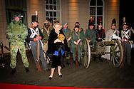 DEN HAAG - Prinses Beatrix komt aan bij een jubileumconcert in de Koninklijke Schouwburg. In Den Haag zijn de festiviteiten rond het 200-jarig bestaan van de Koninklijke Landmacht van start gegaan. COPYRIGHT ROBIN UTRECHT