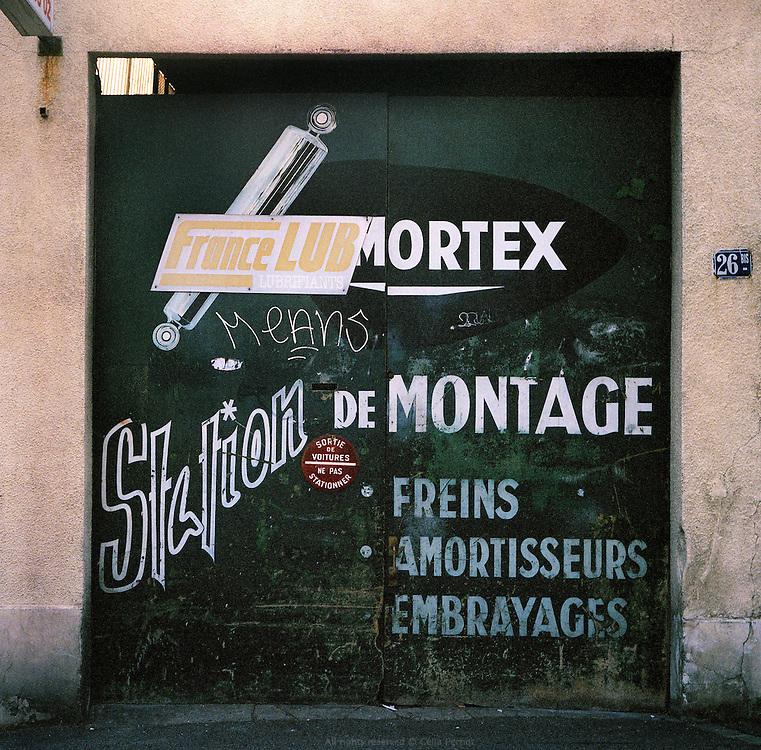 Station de montage, rue Barbés.