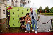 KAATSHEUVEL - premiere van musical de De gelaarsde Kat  in de Efteling Peter van de Vorst met zijn zoontje ROBIN UTRECHT