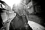 12.09.2008, India, Kashmir, Srinagar, A policemen from the local J&K Police withdraws from the fighting against the anti-Indian Protesters which is taking place behind him