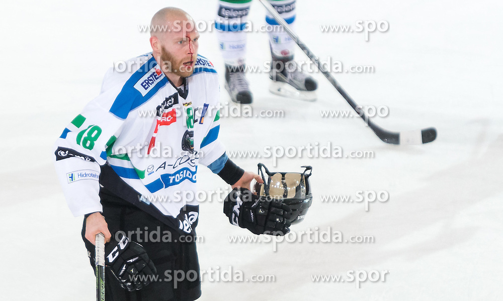 28.12.2015, Tiroler Wasserkraft Arena, Innsbruck, AUT, EBEL, HC TWK Innsbruck die Haie vs HDD TELEMACH Olimpija Ljubljana, 36. Runde, im Bild Andrej Tavezelj (HDD Telemach Olimpija Ljubljana) // during the Erste Bank Icehockey League 36th round match between HC TWK Innsbruck  die Haie and HDD TELEMACH Olimpija Ljubljana at the Tiroler Wasserkraft Arena in Innsbruck, Austria on 2015/12/28. EXPA Pictures © 2015, PhotoCredit: EXPA/ Jakob Gruber