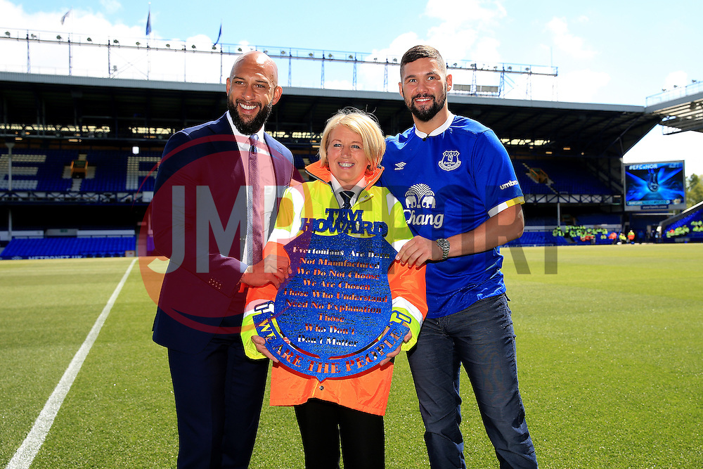 Everton's Tim Howard is presented with a plaque by the Everton stewards and poses with boxer Tony Bellew  - Mandatory byline: Matt McNulty/JMP - 15/05/2016 - FOOTBALL - Goodison Park - Liverpool, England - Everton v Norwich City - Barclays Premier League