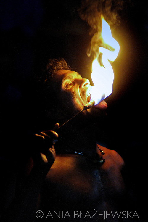 Sri Lanka. Entertainment in Kandy. Man swallowing the fire.