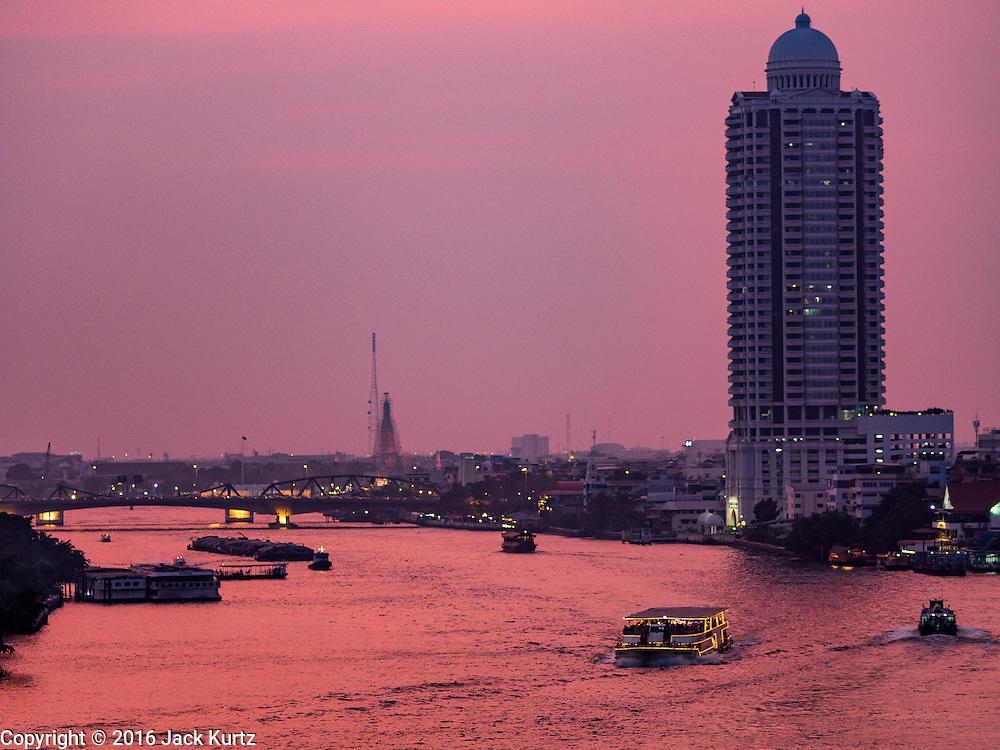 23 MARCH 2016 - BANGKOK, THAILAND: The Chao Phraya River in Bangkok at sunset.      PHOTO BY JACK KURTZ