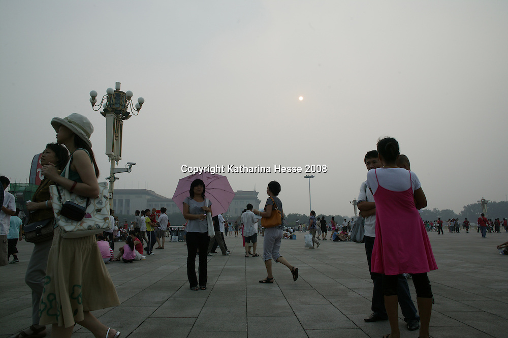 BEIJING, JULY-27  : Beijingers enjoy themselves in Tiananmen Square despite a hazy day.