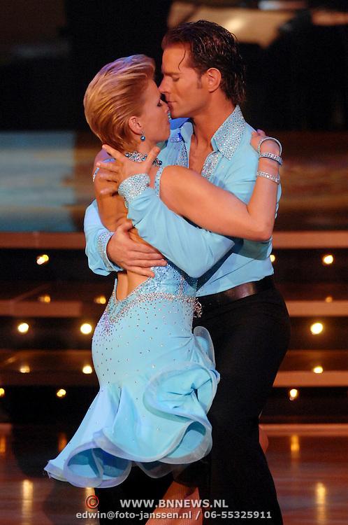 NLD/Hilversum/20061218 - Oudejaarsloterij Dancing With The Stars 2006, Anita Witzier en danspartner Marcus van Teijlingen