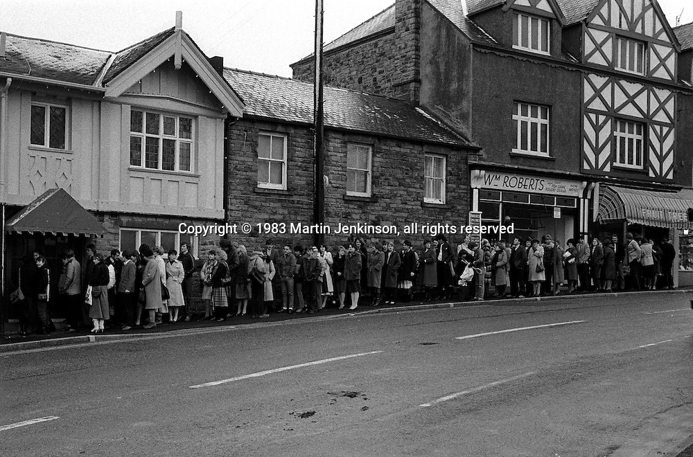 Queueing for jobs in a pub, 1500 people apply when a newly refurbished pub advertises for 50 staff...© Martin Jenkinson, tel 0114 258 6808 mobile 07831 189363 email martin@pressphotos.co.uk. Copyright Designs & Patents Act 1988, moral rights asserted credit required. No part of this photo to be stored, reproduced, manipulated or transmitted to third parties by any means without prior written permission