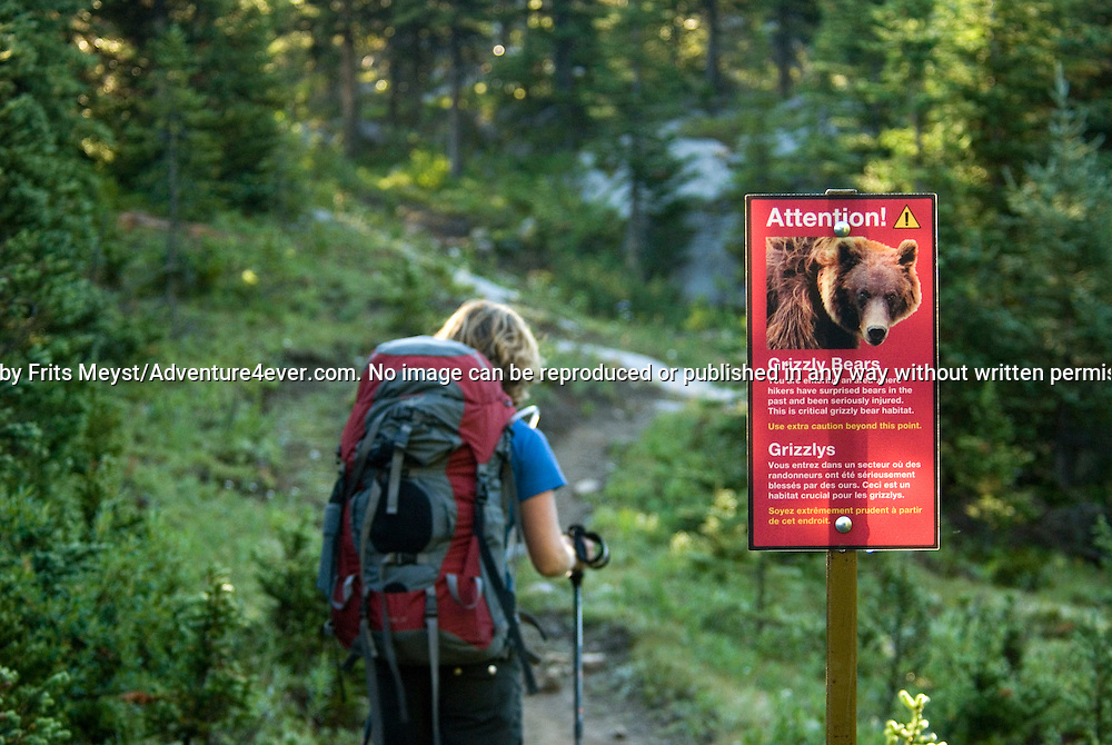 The Highline trail, Alberta and British Columbia, Canada, August 2008. An encouraging sign warns us that we are entering the territory of known violent Grizzly bears. The Banff Highline trail can be hiked in 7 days and runs through Banff National park as well as Assiniboine Provincial park. Photo by Frits Meyst/Adventure4ever.com