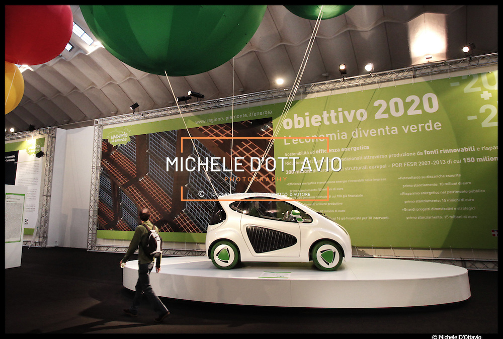 Phylla la prima citycar a energia solare, nasce grazie alla Regione Piemonte, ente promotore e finanziatore, all' Environment Park che ha selezionato le tecnologie innovative, al Centro Ricerche Fiat e al Politecnico di Torino...