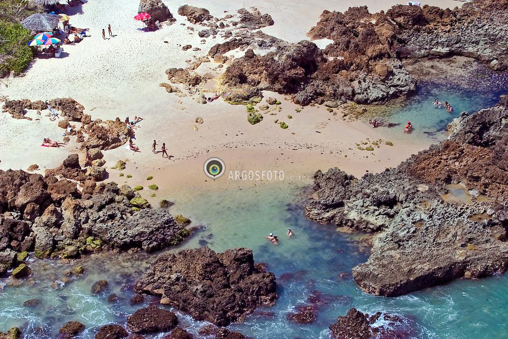 Conde, PB, Brasil. 28/Jan/2005.Praias do litoral. A praia de nudismo de Tambaba./ Cosat beaches. Tambaba nudism and naturism beach..Foto Marcos Issa/Argosfoto