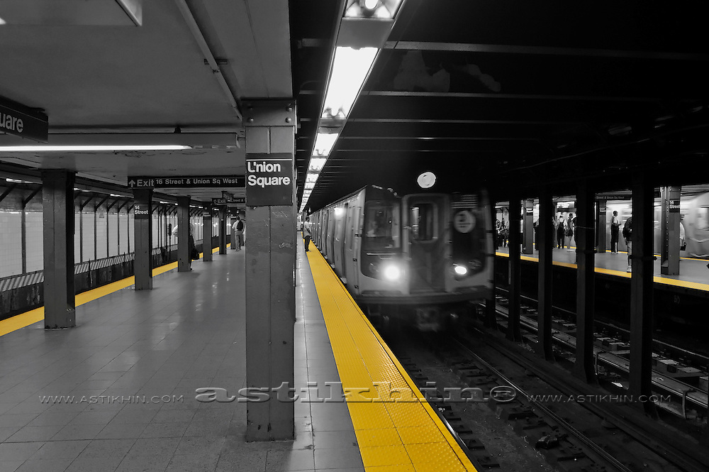 Yellow lines on Union Square Station