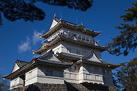 Odawara Castle was rebuilt in 1960 to celebrate the 20th anniversary of the proclamation of Odawara as a city including the three -tier five-storey donjon.  Odawara Castle was listed as one of the 100 Fine Castles of Japan by the Japan Castle Foundation in 2006.  During the Muromachi period, Odawara Castle had very strong defenses.  First, it was situated on a hill.  Second, it was surrounded by moats  enabling the defenders to repel attacks by warring factions. wara in 1590, Toyotomi Hideyoshi forced the surrender of the ruling Odawara clan through a siege and then ordered the fortifications destroyed.