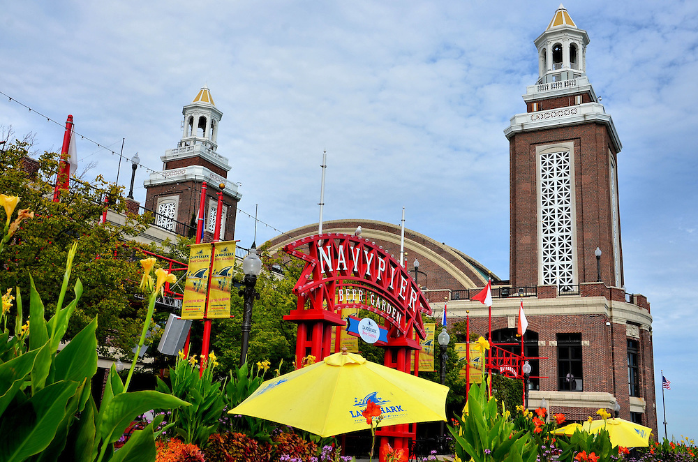 Beer Garden and Hall Twin Towers at Navy Pier in Chicago ...