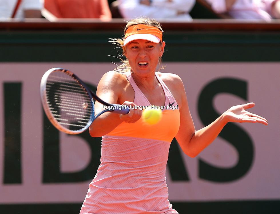 French Open 2014, Roland Garros,Paris,ITF Grand Slam Tennis Tournament,<br /> Maria Sharapova  (RUS),Aktion,Einzelbild,<br /> Halbkoerper,Querformat,