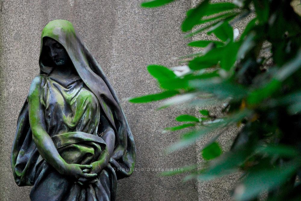 Der Friedhof Ohlsdorf ist der größte Parkfriedhof der Welt. Mit seinen 391 Hektar ist er zugleich Hamburgs größte Grünanlage. Der Ohlsdorfer Friedhof ist zu jeder Jahreszeit eine Oase der Ruhe inmitten der belebten Metropole.
