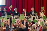De leden van 50Plus keuren unaniem het programma goed. In Hilversum houdt de 50Plus partij haar verkiezingscongres. Tijdens het partijcongres wordt Henk Krol gekozen tot de lijsttrekker. Jan Nagel is de partijvoorzitter. <br /> <br /> Members of the 50Plus party are voting in favor of the program. The 50Plus party, a political party aiming mostly at the people of 50 years and older, is having its congress in Hilversum. Henk Krol, former chief editor of the Gaykrant, is elected as leader. Jan Nagel is the chairman.