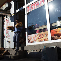 Firin send pide out to their customers in all sorts of ways. This staffer in Kars is carrying stacks of bread out to a waiting delivery truck.