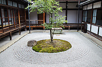 Kenninji Circle Triangle Square Garden - is a small square garden in front of the abbot's living quarters.  Its design is based on the calligraphic work by Sengai Gibon.  Sengai was abbot of Shofukuji temple, who also founded Kenninji.  The idea behind the circle, triangle, square is that all things in this universe are represented by these forms.