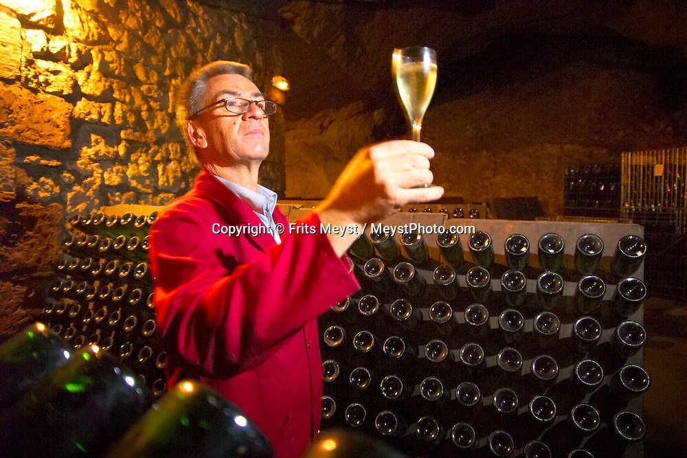 Tours, Loire, France, July 2006. The cellar master of the wine cave checks his Saumur Brut. The best way to experience the Loire region is by bike. The 'Loire a Velo' trail leads through ancient villages with medieval castles, fields of wheat and sunflowers, vineyards and wine producers in the region. Photo by Frits Meyst/Adventure4ever.com