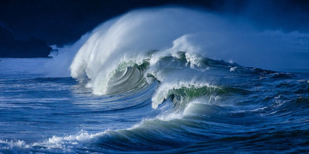 Pounding shorebreak waves at Waimea Bay on Oahu's famed north shore in Hawaii .