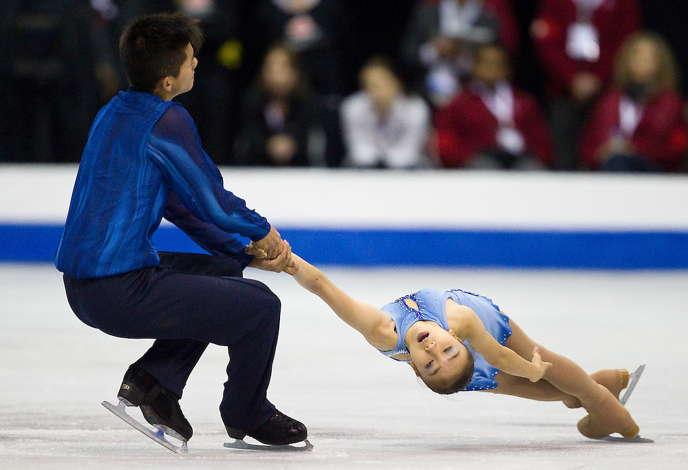 GJR315 -20111028- Mississauga, Ontario, Canada-  Narumi Takahashi  and Mervin Tran of Japan skate their short program at Skate Canada International, October 28, 2011.<br /> AFP PHOTO/Geoff Robins