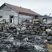 Canada, Nunavut Territory, Abandoned ruins of trading post along west coast of Hudson Bay at Fullerton Harbour