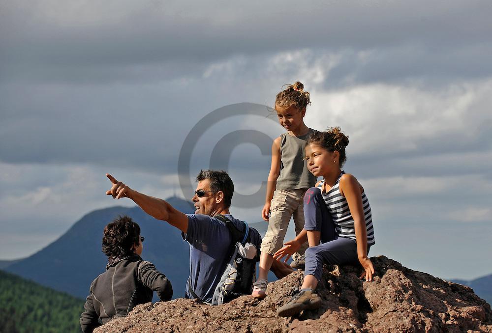 30/07/09 - CHAINE DES PUYS - PUY DE DOME - Randonnee familiale sur le Puy de la Vache - Photo Jerome CHABANNE
