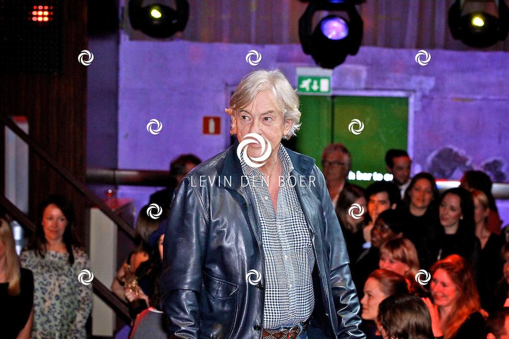 AMSTERDAM - In discotheek De Escape op het Rembrandtplein zijn weer de Rembrandt Awards 2012 uitgereikt.  Met op de foto Paul Verhoeven. FOTO LEVIN DEN BOER - PERSFOTO.NU