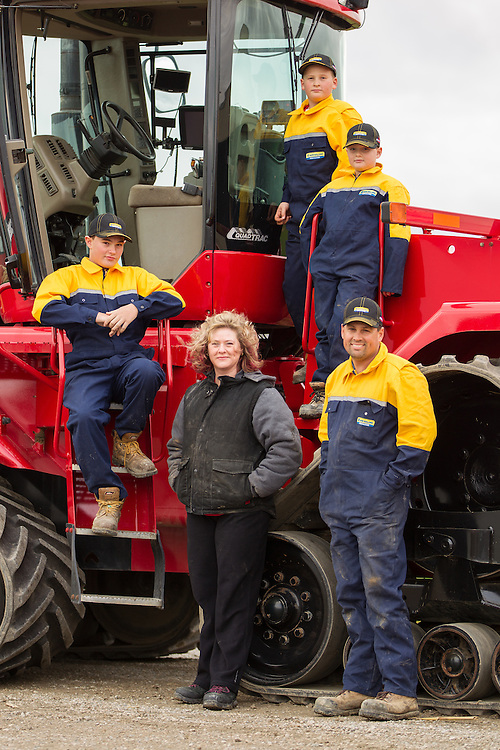 Tilbury, Ontario ---2015-11-19--- Ian and Michelle Pearce and their 3 sons at their farm near Wheatley, Ontario November 19, 2015.<br /> GEOFF ROBINS The Globe and Mail