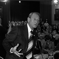 Bertrand  Delanoë (maire de Paris de 2001 à 2014) -avec Pierre Aidenbaum - donne un compte-rendu de son mandat, Paris 3ème / 2004.
