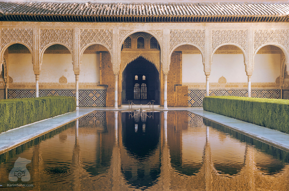 La alhambra 39 s patio de los arrayanes gradana spain for Patios de granada