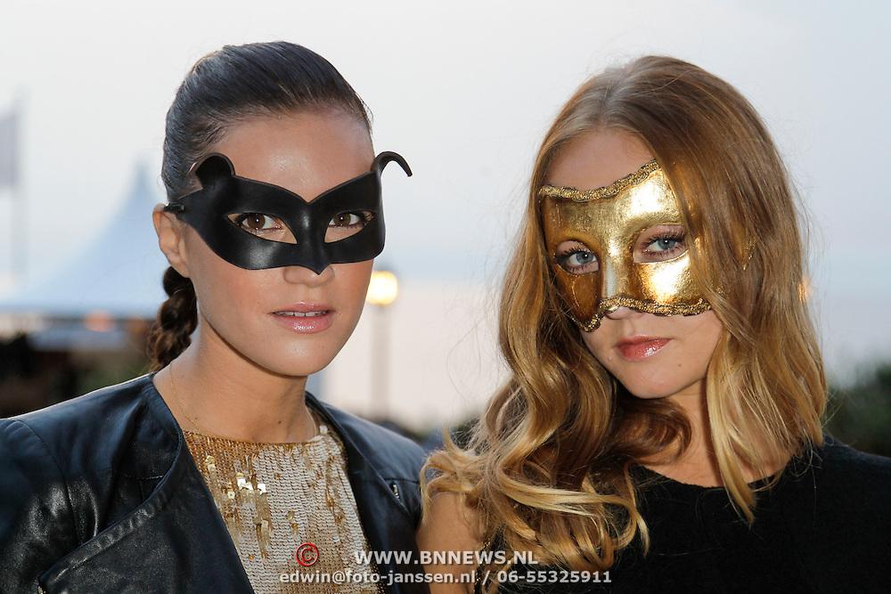 NLD/Noordwijk/20120824 - Uitreiking Jackie's Best Dressed Award 2012, Marly van der Velden en Caroline Spoor