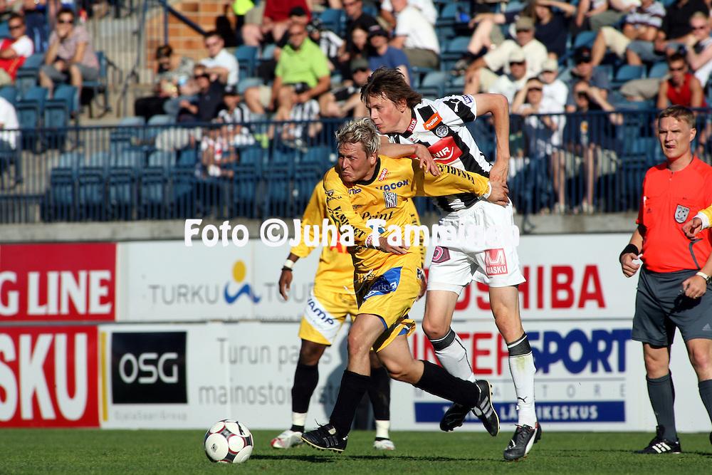 23.07.2008, Veritas stadion, Turku, Finland..Veikkausliiga 2008 - Finnish League 2008.Turun Palloseura - Vaasan Palloseura.Jani Uotinen (VPS) v Kasper H?m?l?inen (TPS).©Juha Tamminen.....ARK:k