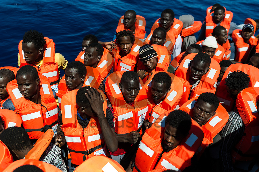 Fluechtlinge stehen am 22.09.2016 vor dem Fluechtlingsrettungsboot Sea-Watch 2 in internationalen Gewaessern vor der libyschen Kueste in ihrem Schlauchboot. Foto: Markus Heine / heineimaging<br /> <br /> ------------------------------<br /> <br /> Veroeffentlichung nur mit Fotografennennung, sowie gegen Honorar und Belegexemplar.<br /> <br /> Publication only with photographers nomination and against payment and specimen copy.<br /> <br /> Bankverbindung:<br /> IBAN: DE65660908000004437497<br /> BIC CODE: GENODE61BBB<br /> Badische Beamten Bank Karlsruhe<br /> <br /> USt-IdNr: DE291853306<br /> <br /> Please note:<br /> All rights reserved! Don't publish without copyright!<br /> <br /> Stand: 09.2016<br /> <br /> ------------------------------