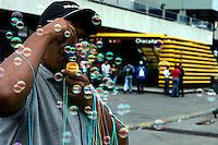 Caracas - La piazza di Chacaito limite tra la citta' ricca e quella povera