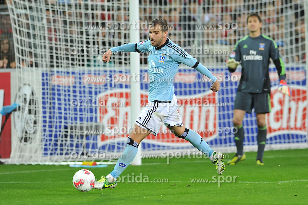 10.11.2012, Mage Solar Stadion, Freiburg, GER, 1. FBL, SC Freiburg vs Hamburger SV, 11. Runde, im Bild Rafael VAN DER VAART (#23, Hamburger SV) im eigenen Strafraum // during the German Bundesliga 11th round match between SC Freiburg and Hamburger SV at the Mage Solar Stadium, Freiburg, Germany on 2012/11/10. EXPA Pictures © 2012, PhotoCredit: EXPA/ Eibner/ Nils Fabisch..***** ATTENTION - OUT OF GER *****
