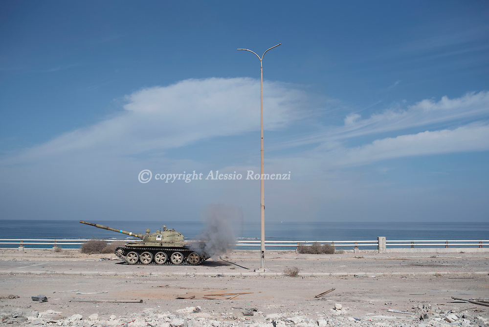 Libya, Sirte: A tank of the Libyan forces affiliated to the Tripoli government is seen in front of Al Jiza neighbourhood on the frontline with ISIS in Sirte on November 24, 2016.  Alessio Romenzi