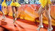 RIO DE JANEIRO - Samba Dansers bij de finale om het brons bij beachvolleybal in de Beach Volleyball Arena tijdens de Olympische Spelen van Rio. ANP ROBIN UTRECHT