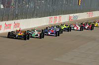 Bryan Herta leads at the Nashville Superspeedway, Firestone Indy 200, July 16, 2005
