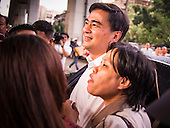 Abhisit Vejjajiva Visits a Bangkok Neighborhood