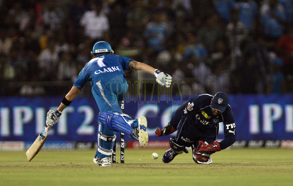 Michael Clarke rushes to get to the crease as Parthiv Patel tries to hit the wickets for a run-out during match 42 of the the Indian Premier League ( IPL) 2012  between The Deccan Chargers and the Pune Warriors India held at the Barabati Stadium, Cuttack on the 1st May 2012..Photo by: Jacques Rossouw/IPL/SPORTZPICS