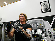 Bob Radocy of TRS Inc. works out with a with a prosthetic hand designed for weightlifting at a gym in Boulder, Colorado August 21, 2009. Radocy designs and builds prosthetic attachments that allow amputee athletes to participate in multiple sports.  REUTERS/Rick Wilking (UNITED STATES)